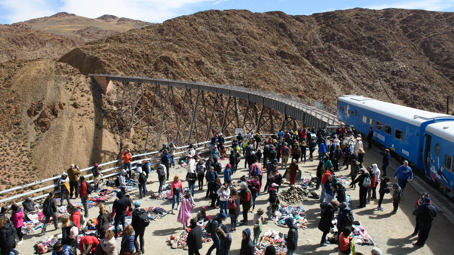 La feria del viaducto La Polvorilla, el punto más alto al que llega el Tren a las Nubes.